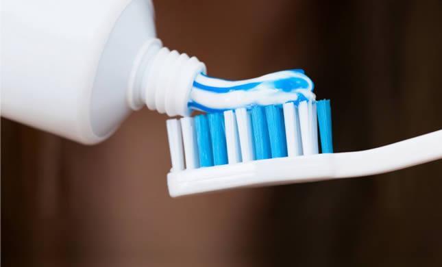 kako očistiti četkicu za zube