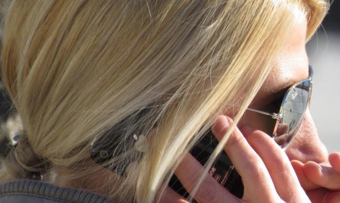 mobitel na uhu